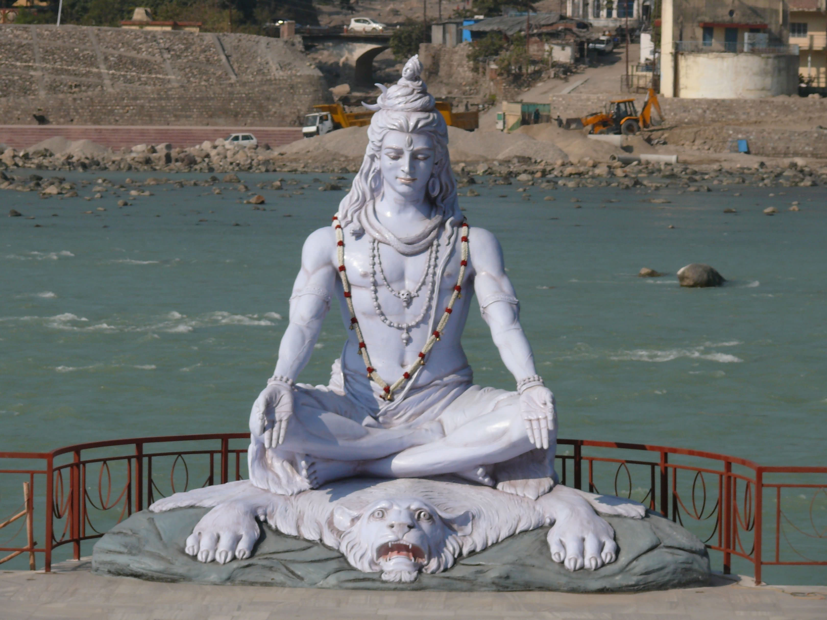 Shiva Statue Near Paramarth Niketan - FindMessages.com
