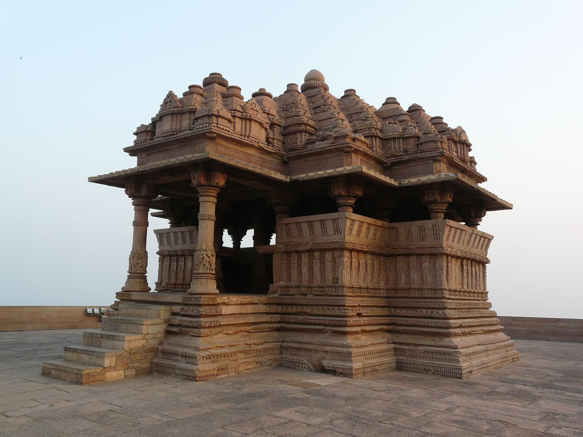 A View Of Gwalior Fort Temple Findmessagescom