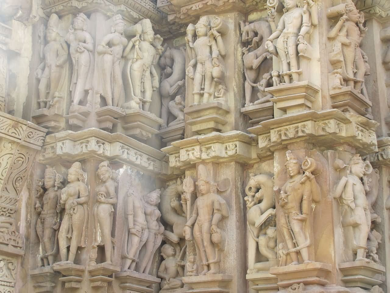 Wall carving of duladeo temple at khajuraho findmessages